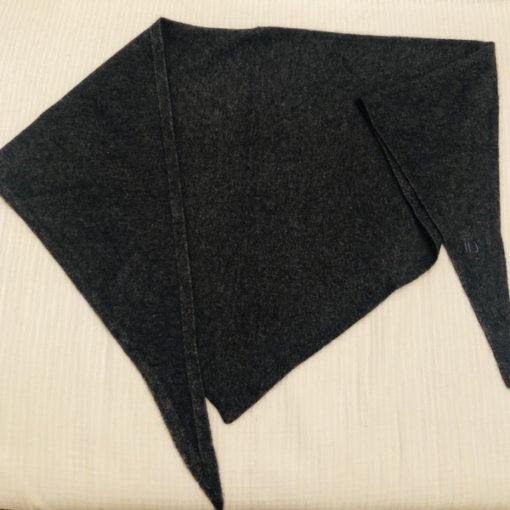 L'écharpe Romy Ida Degliame mesure 190cm de longueur et 60 cm pour la pointe de l'écharpe.