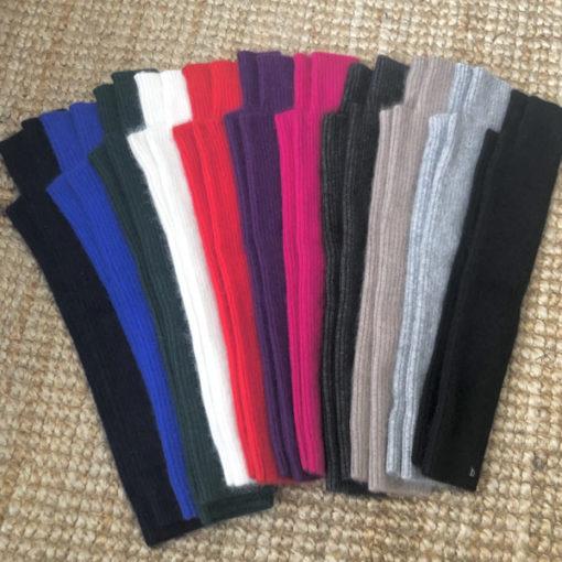 La longue mitaine Serge IDA DEGLIAME est réalisée dans une matière d'exception : le cachemire de vison. Taille unique. Longueur 40 cm. 12 coloris au choix.