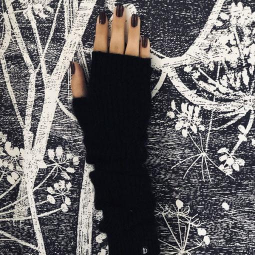 La palette de couleur de la longue mitaine Serge Ida Degliame est large, éclatante et minérale.