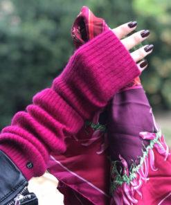 La longue mitaine Serge fuschia IDA DEGLIAME épousera votre main avec chaleur, douceur et féminité.