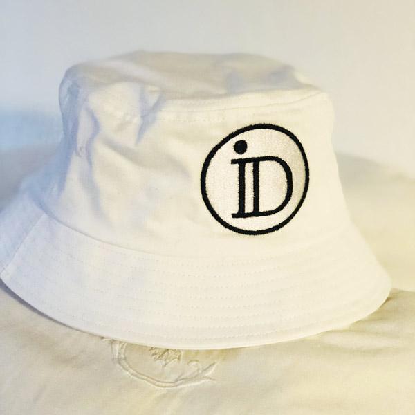 Le bob ID IDA DEGLIAME 100 % coton existe en noir ou blanc