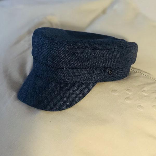 La Casquette du Bassin IDA DEGLIAME bleue est un modèle en coton et lin.