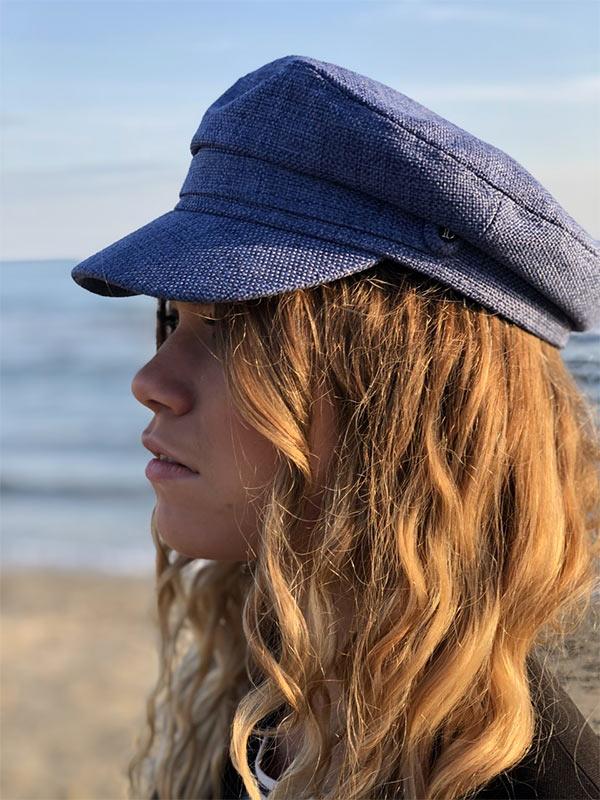 Un petit air de capitaine, la casquette du bassin IDA DEGLIAME bleue vous protégera des rayons du soleil d'été.