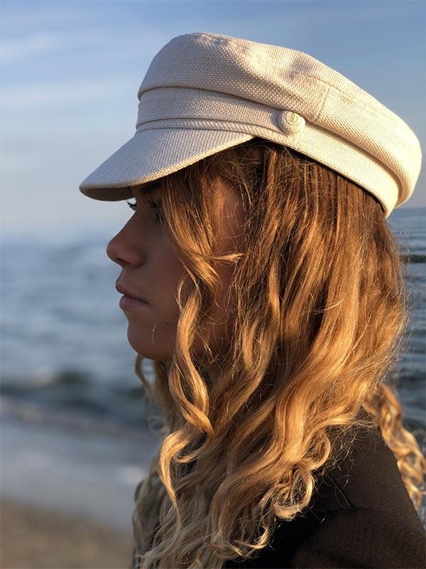 Un petit air de capitaine, la casquette du bassin IDA DEGLIAME lait vous protégera des rayons du soleil d'été.