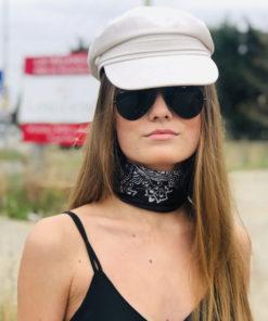 Un vent frais de liberté, la casquette du bassin IDA DEGLIAME couleur lait vous protégera des rayons du soleil d'été.