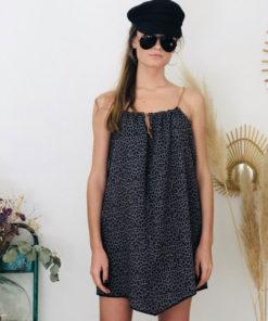 La robe LOU Léopard gris IDA DEGLIAME, de la collection sauvage est légère comme une seconde peau.