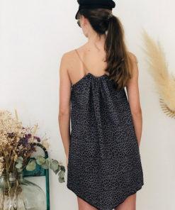 La robe LOU Léopard gris IDA DEGLIAME est en taille unique et est fabriquée en France