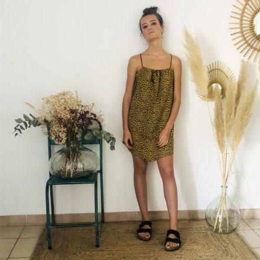 La robe LOU Léopard jaune IDA DEGLIAME, de la collection sauvage est légère comme une seconde peau.
