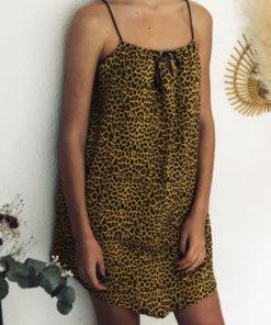 La robe LOU Léopard jaune IDA DEGLIAME est tout en gaze de coton et lien de cuir coulissant