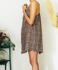 La robe LOU Léopard rose poudré IDA DEGLIAME se porte plus ou moins plissée en fonction de votre morphologie.