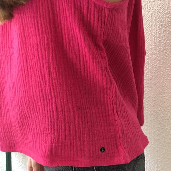 Le top LUCE IDA DEGLIAME couleur fuchsia est en taille unique, créé et fabriqué en France.
