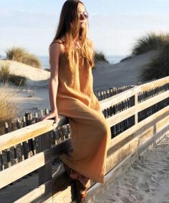 La matière très légère en gaze de la robe ELA caramel IDA DEGLIAME, vous ravira tout l'été.
