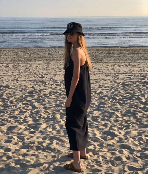 La robe longue ELA noire IDA DEGLIAME de la collection sauvage est intemporelle et aérienne