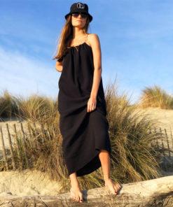 La matière très légère en gaze de la robe ELA noire IDA DEGLIAME, vous ravira tout l'été.