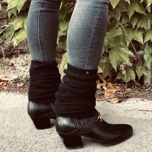 La jambière OPERA IDA DEGLIAME apportera de la chaleur à votre style. Taille unique : 60 cm. En cachemire de vison. Couleurs au choix : noir et gris anthracite.