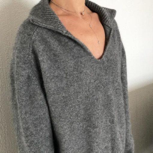 Le pull La Vareuse Amoureuse IDA DEGLIAME couleur gris est un pull femme, forme marin