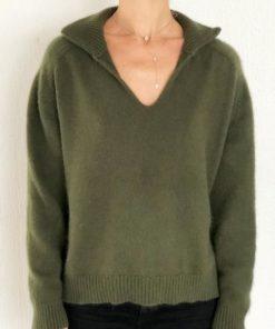 Le pull La Vareuse Amoureuse IDA DEGLIAME couleur kaki vous offrira un style masculin féminin.