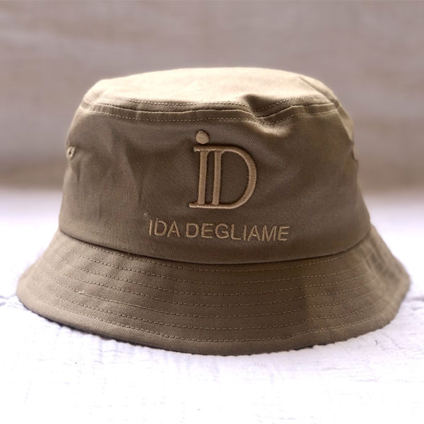Le Bob ID All IDA DEGLIAME est un petit bob chic et cool qui vous accompagnera partout. Bob femme, taille unique. 100% coton. Camel, marine et gris anthracite