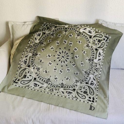 Le foulard 80 IDA DEGLIAME est un grand foulard en voile de coton