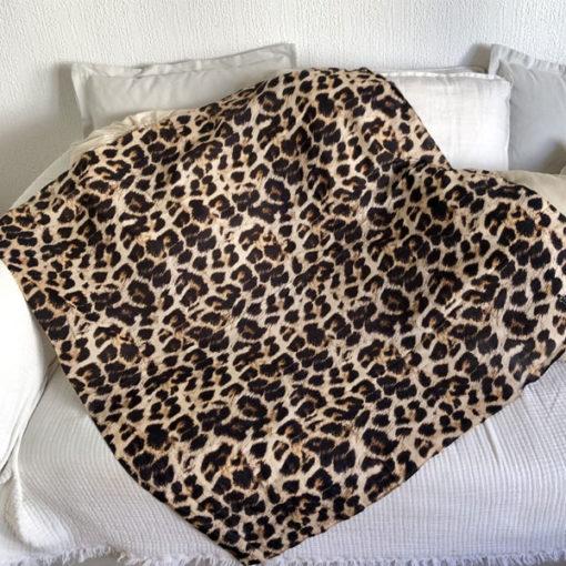 Simple et chic, le foulard 80 IDA DEGLIAME vous suivra quelque soit la saison