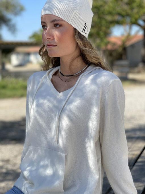 Le pull Mon Hoodie Chéri IDA DEGLIAME existe en écru et peut s'associer au bonnet Anita