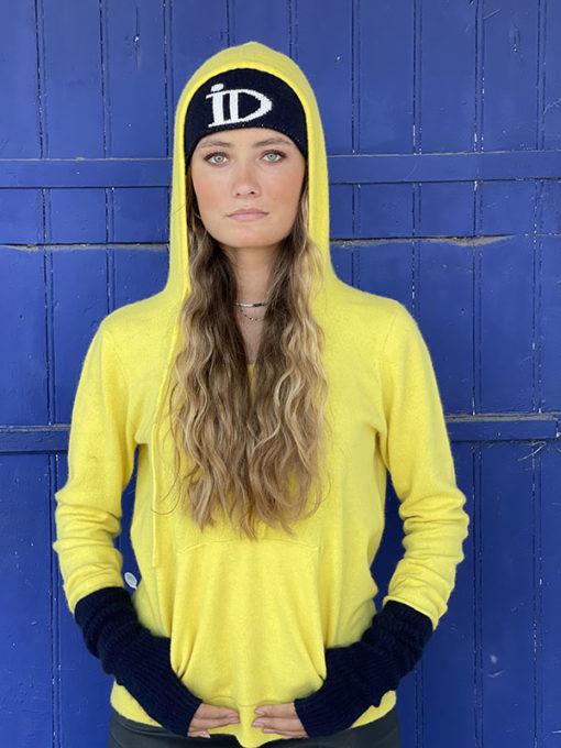 La forme sweat à capuche du pull Mon Hoodie Chéri IDA DEGLIAME vous donnera un style très urbain.