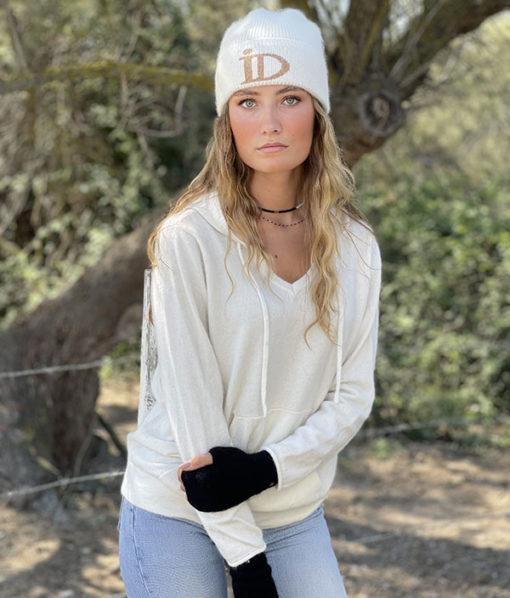 Le bonnet ABYSSE IDA DEGLIAME peut s'accompagner des mini mitaines JANE
