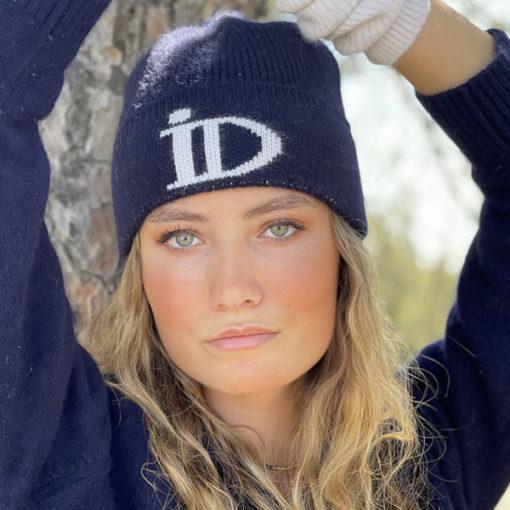 Le bonnet ABYSSE IDA DEGLIAME est en cachemire, très épais et tout doux avec un revers